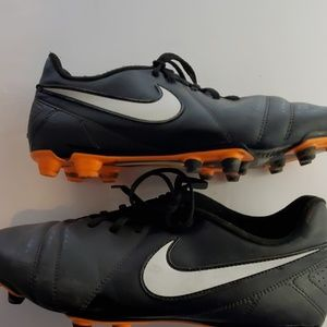Nike 525173 Enganche low top soccer cleats size 11